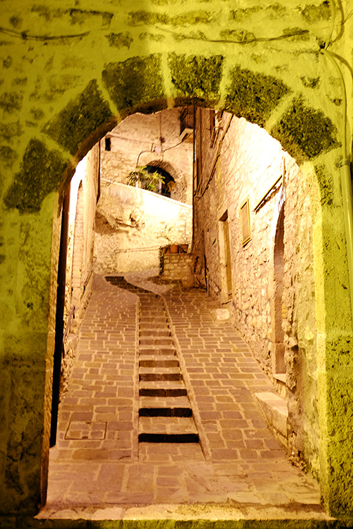 Arrone borgo mura