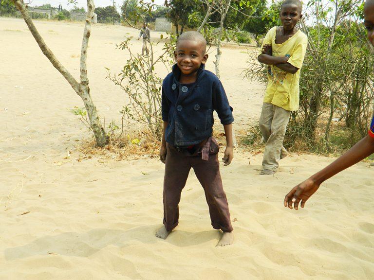 Bambino sorridente Congo