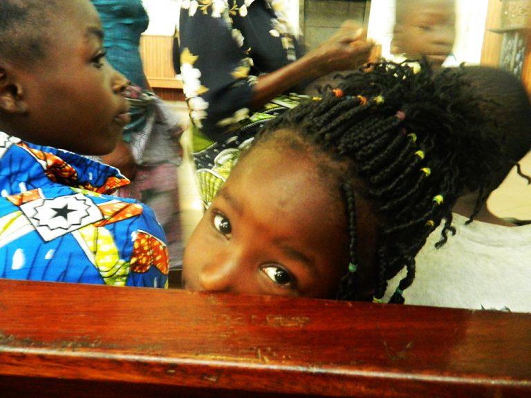 sguardo bambina Africa