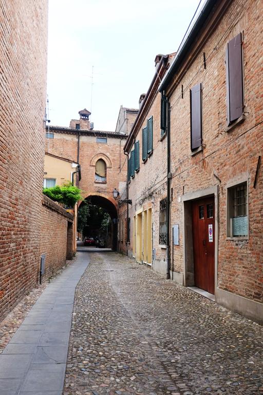 Vicoli Ferrara città