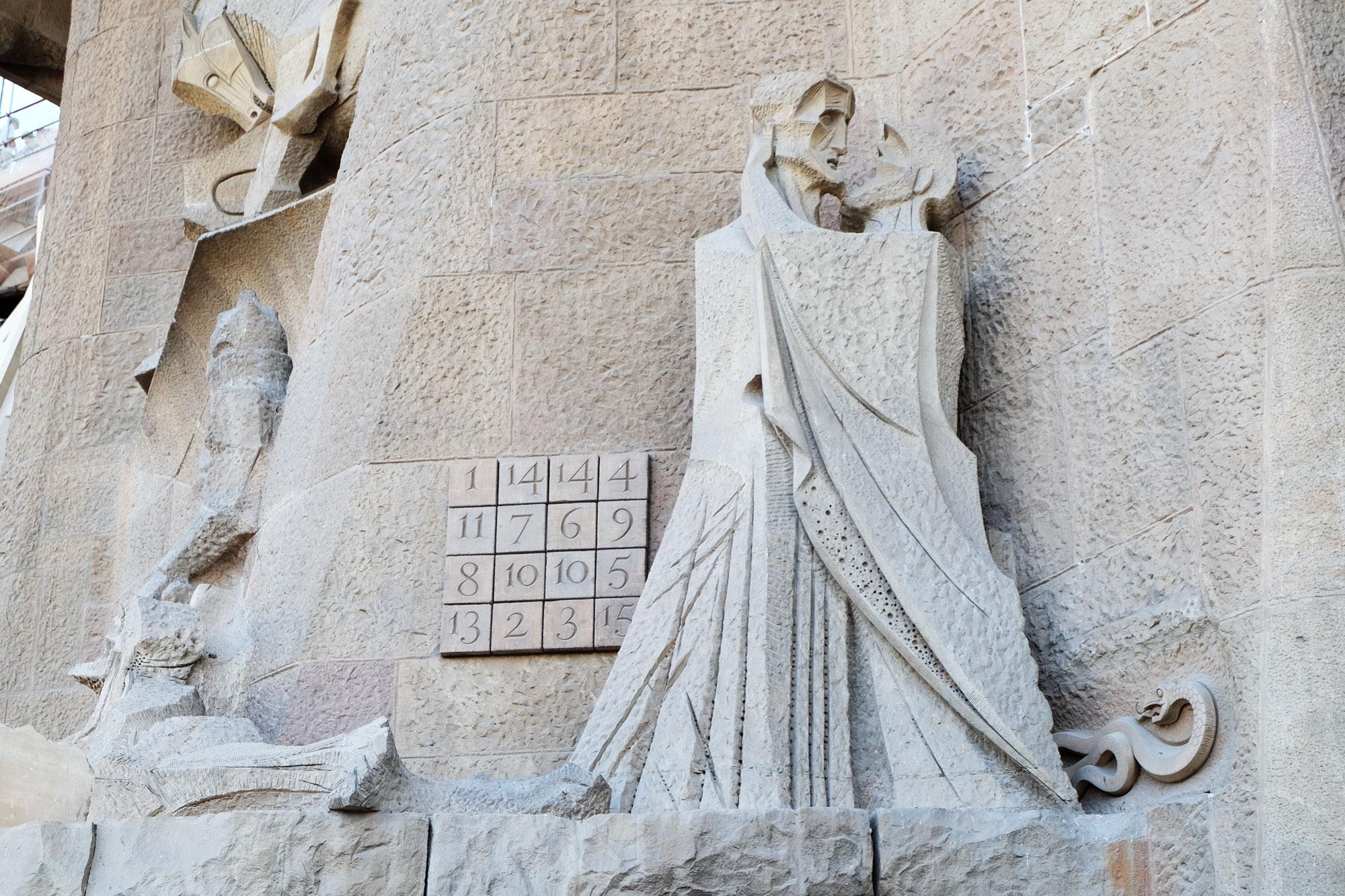 sagrada-familia-statue