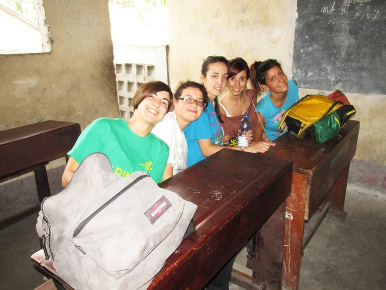 Congo scuola banchi